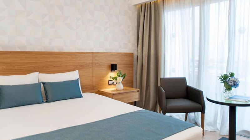 alax-hotel-bedroom