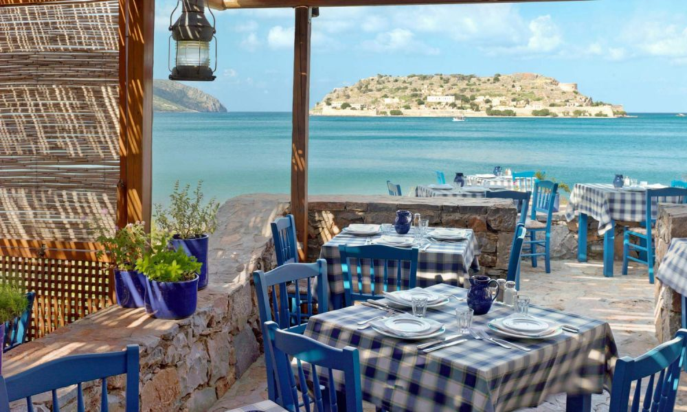 blue_palace_traditional_cretan_dining