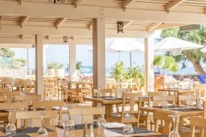 creta-maris-dining-outdoor