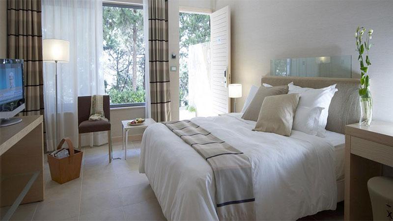 rodos_palace_garden_room