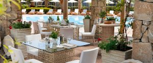sani-resort-dining-outdoors