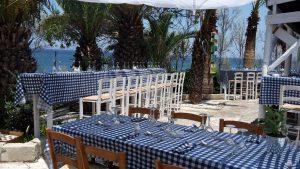 private-beach-lunch-setup