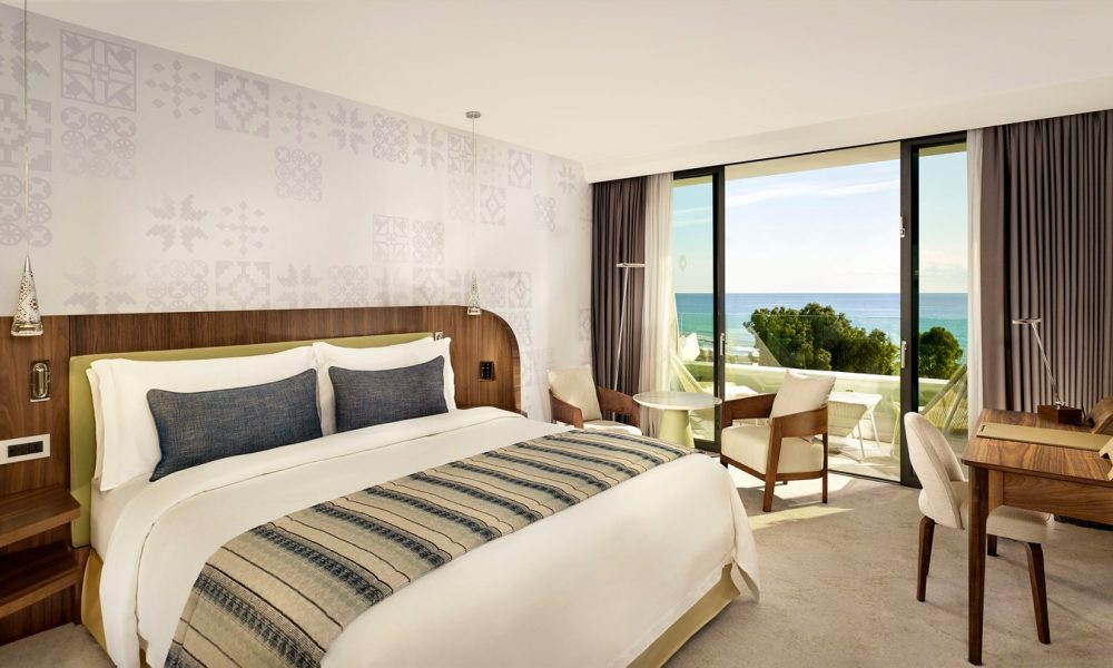 parklane-resort-spa-king-superior-seaview